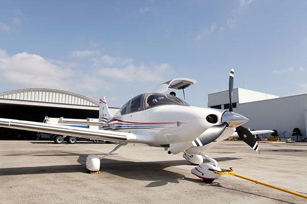 KT-100 trainer jet